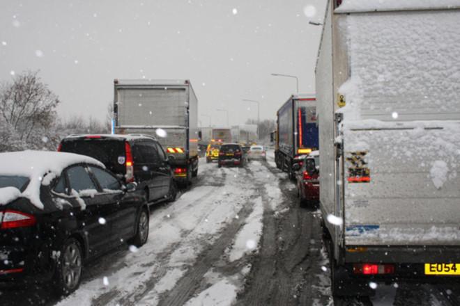 Nhiều tai nạn xe hơi nghiệm trong xảy ra do thời tiết xấu.