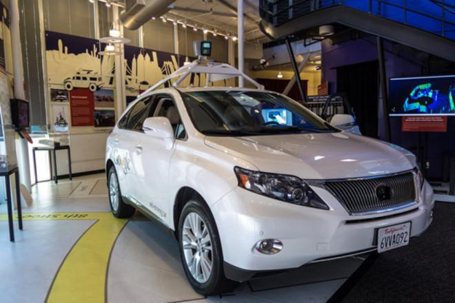 Chiếc xe tự lái của google được trang bị cảm biến và camera quan sát 360 độ.