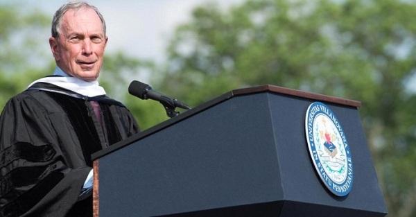 Michael Bloomberg phát biểu trong ngày lễ tốt nghiệp của sinh vieen Đại học Villanova, Mỹ