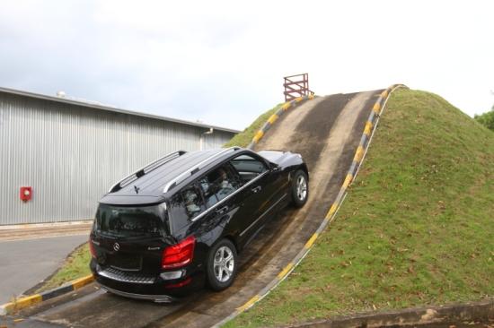 Kỹ thuật lái xe AT lên xuống đèo dốc